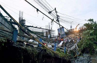 After Kolkata's Majerhat, part of Rajiv Gandhi bridge collapses in Thane