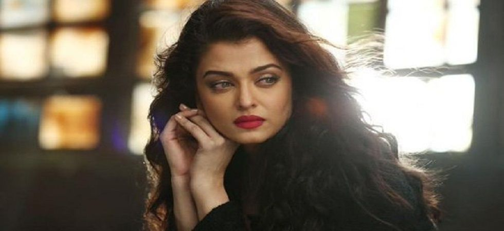 Aishwarya Rai receives award for Excellence (Photo:Twitter)