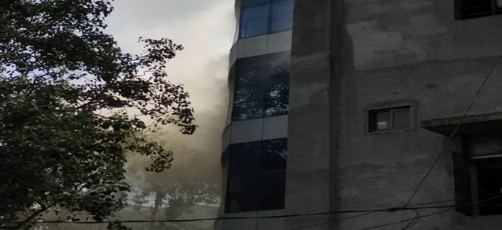 Fire in commercial building in Mumbai (Twitter)