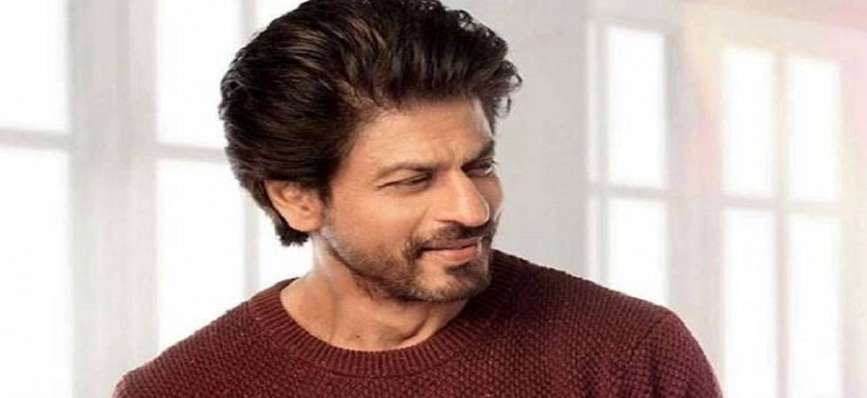 Watch: Shah Rukh Khan attempts 'Sui Dhaaga Challenge' king style (Twitter)