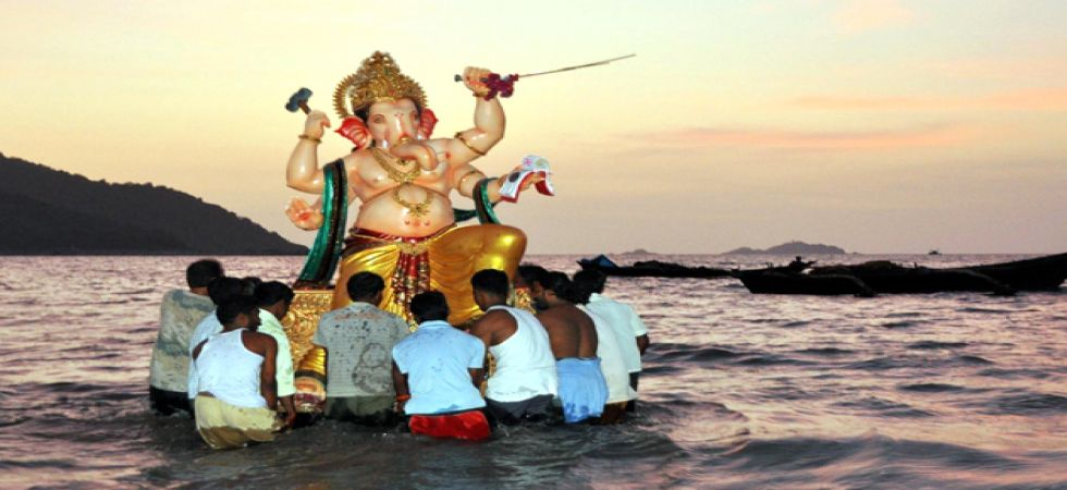 Ganesh Visarjan: Stunning photos of bidding adieu to Ganpati Bappa (Photo:Twitter)