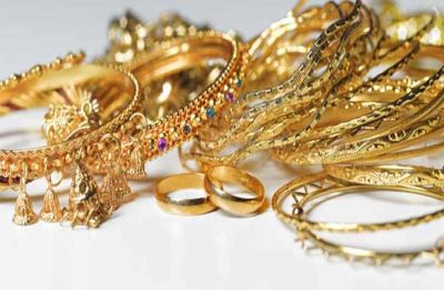 Gold glitters on positive global cues, jewellers' buying