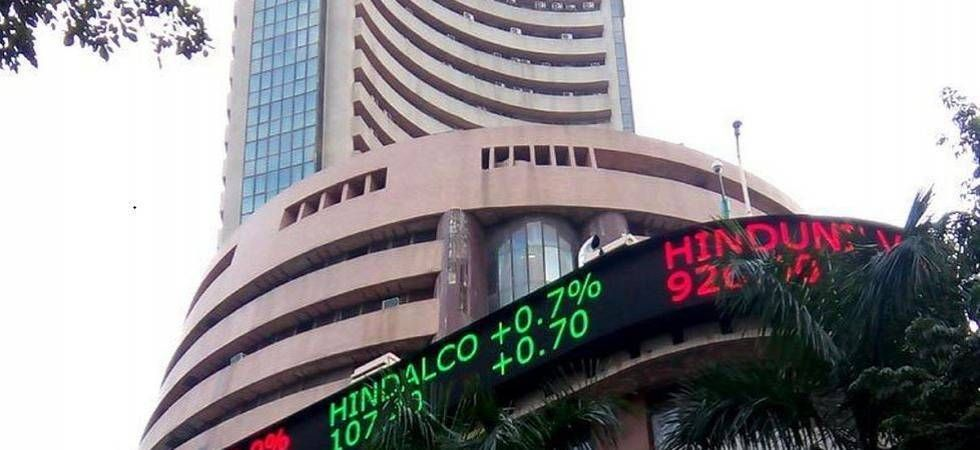 Sensex crashes 550 points on rupee woes, Nifty below 10,900 (File Photo)