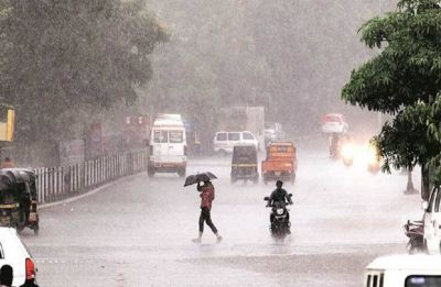 Delhi Weather: Heavy rainfall, thunderstorm and hailstorm lash city, traffic affected