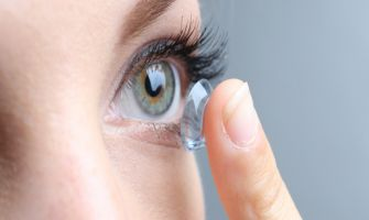 Colour-changing contact lens can monitor eye treatments