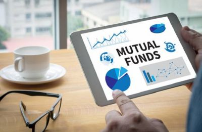 MFs pump Rs 11,000 crore in equities last fortnight; FPIs bearish stance continues