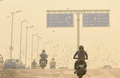 Delhi Air Quality: No respite in sight as AQI oscillates between 'poor' and 'very poor'