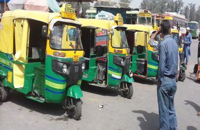 On strike against AAP government's policies, autos, taxis stay off Delhi road