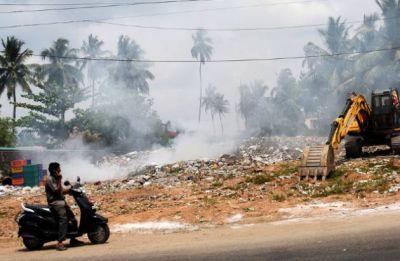 Delhi Air Pollution: AQI touches 'hazardous' mark at 999 in Anand Vihar