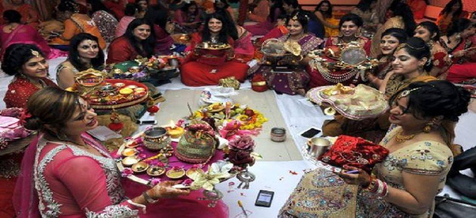 Karwa Chauth 2018: Know everything about Puja Vidhi, Muhurat, Moonrise HERE