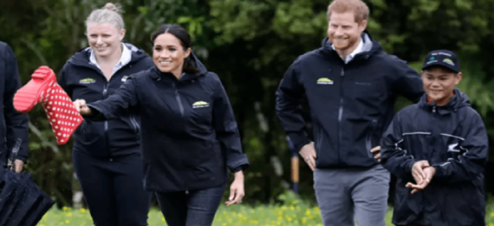 Prince Harry loses to wife Meghan in a game of 'Gumboot Toss' (Photo:Facebook)