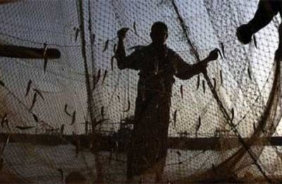 Sri Lankan Navy chases away over 3,000 Tamil Nadu fishermen,snap fishing nets