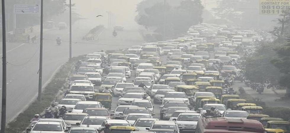 Air ​​​​​pollution in Delhi akin to smoking 15-20 cigarettes a day, doctors say
