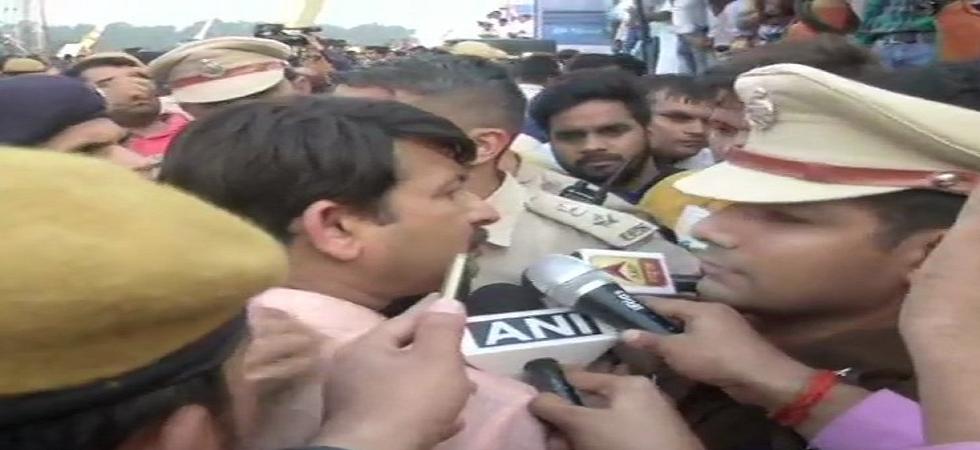 Delhi's Signature Bridge: Manoj Tiwari, AAP supporters engage in scuffle minutes before inauguration. (ANI/Twitter)