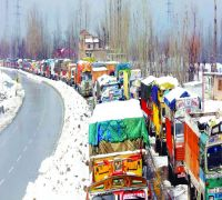Jammu-Srinagar highway blocked by massive landslide, road cleared for one-way traffic