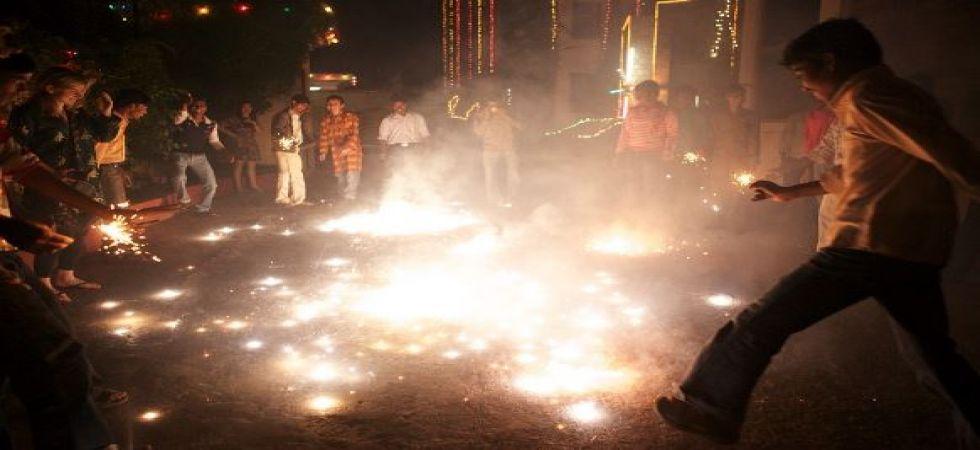 Delhiites opt for 'noisy and hazy' Diwali festivities, burst crackers beyond SC time frame