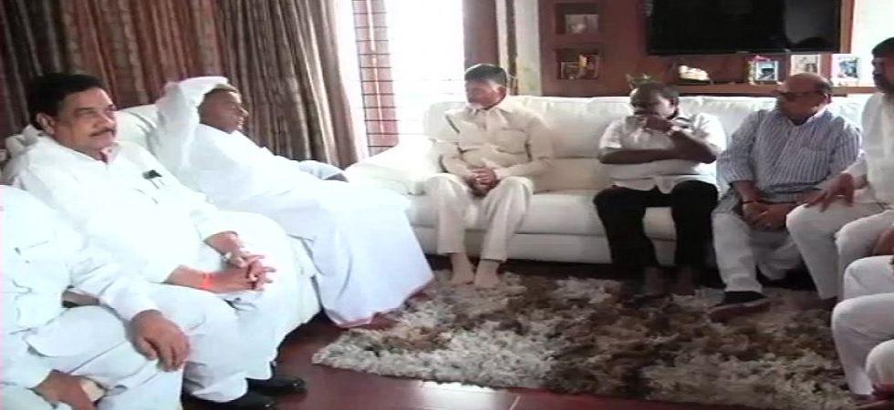 Lok Sabha Election 2019: N Chandrababu Naidu meets HD Deve Gowda and HD Kumaraswamy in Bengaluru
