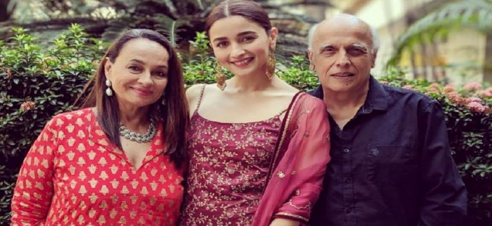 Alia Bhatt dazzles in traditional attire at KIFF 2018; gives major family goals with Soni Razdan, Mahesh Bhatt (see pics)