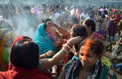 Chhath Puja 2018: Significance of the long yellow sindoor that women apply