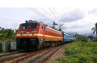 Howrah-Puri Dhauli Express derails near Panskura station in West Bengal