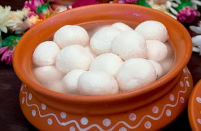 West Bengal celebrates 'Rosogolla Dibas' at Mishti Hub