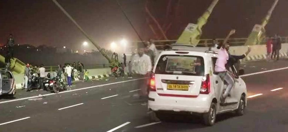 There's a lot of excitement among the people of Delhi to visit the newly-opened Signature Bridge and click selfies. (Photo: ANI)