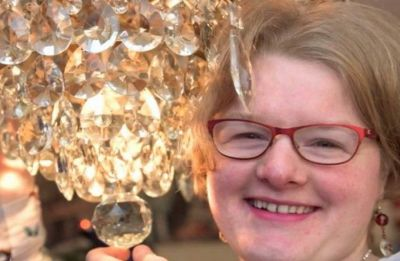 31-year-old woman from England gets engaged to a German chandelier!