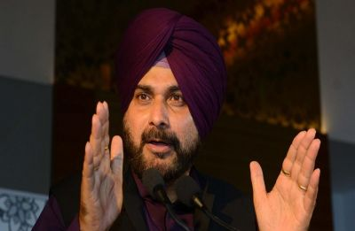Navjot Singh Sidhu defends his photo with Khalistani leader Gopal Chawla, says don't know the man