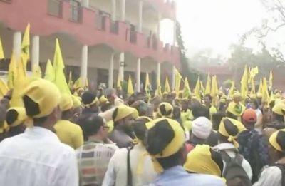 Kisan Morcha: 1 lakh farmers begin walk in Delhi