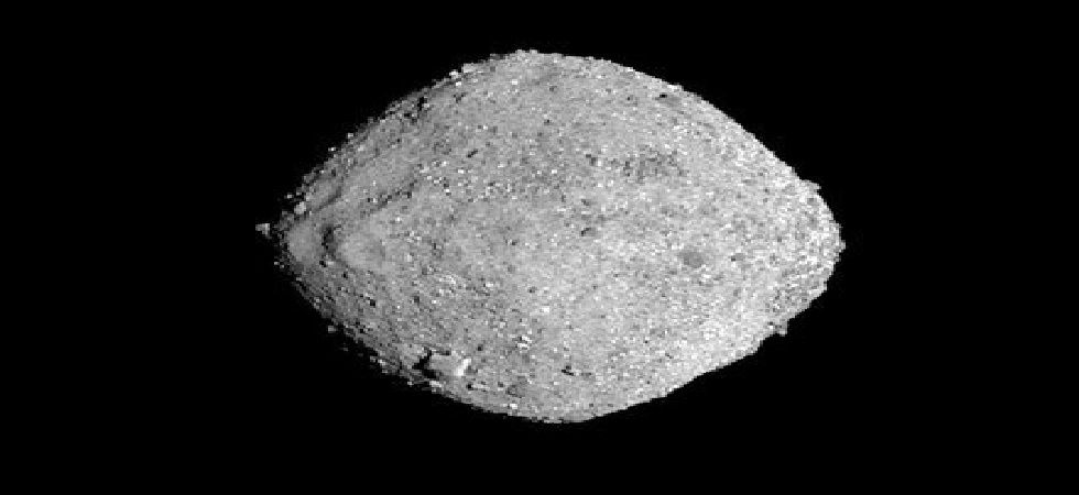 The spacecraft is aimed to at least collect 60g of dust and gravel from the asteroid (Photo: Twitter)
