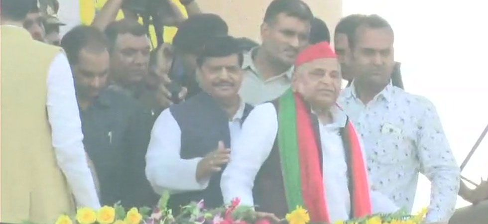 In a surprise move, Mulayam Singh attends brother Shivpal's 'Janakrosh' rally in Lucknow (ANI Photo)