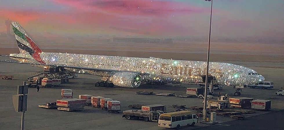 This blingy aeroplane is driving the Internet crazy (Photo: Twitter)