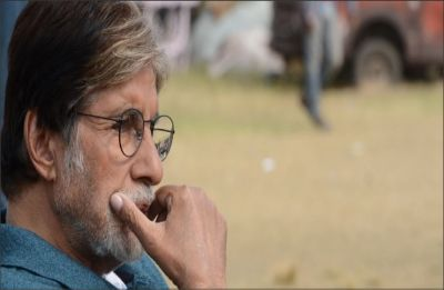 Amitabh Bachchan's Samsung phone problem invites funny Twitter reactions