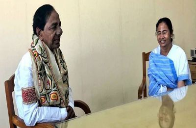 Anti-BJP Federal Front minus Congress on cards as KCR meets Mamata Banerjee in Kolkata today