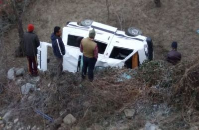 One killed, four injured after van plunges into gorge in Himachal, 4 dead in Bareilly truck accident