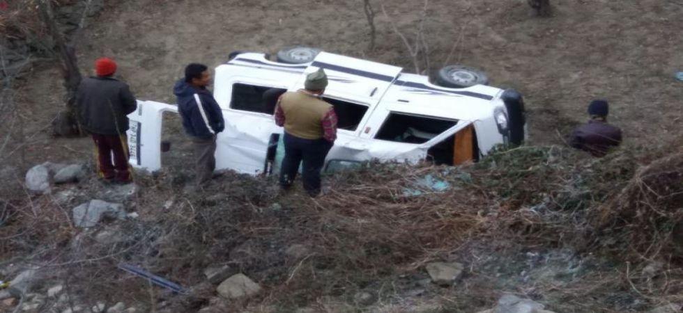 1 killed, 4 injured after van plunges into gorge on Kullu Manali road (Photo Source: ANI)