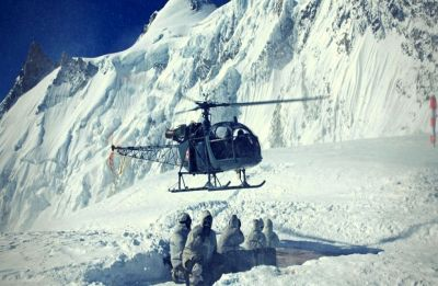 'Dhruv' Helicopter repaired at 17,000 feet at Siachen Glacier