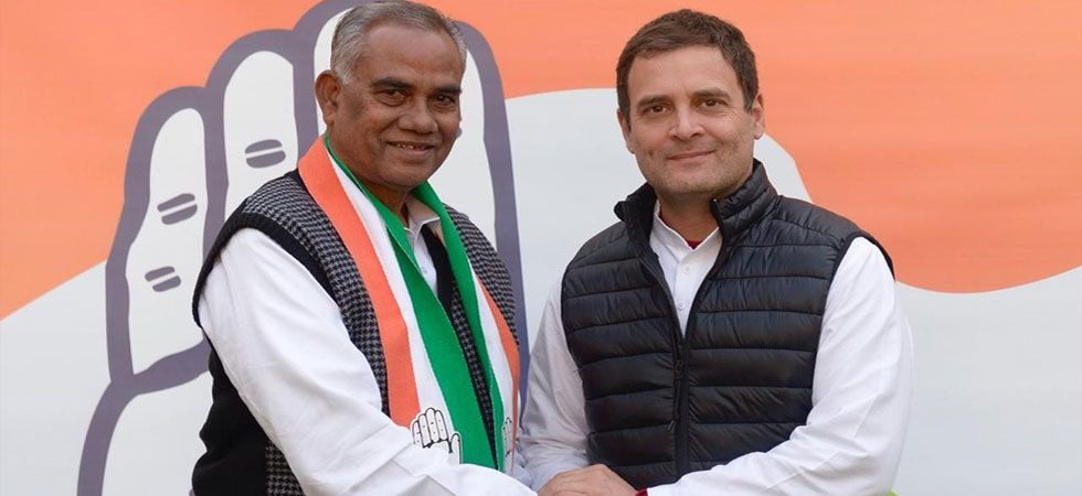 Jaleshwar Mahato joined the Congress party in presence of party president Rahul Gandhi (Photo Source: Twitter)