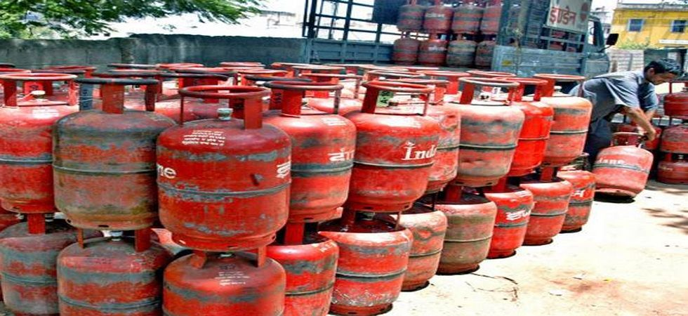 Non-subsidised LPG will now cost Rs 689 per 14.2-kg cylinder in Delhi. (PTI/File)