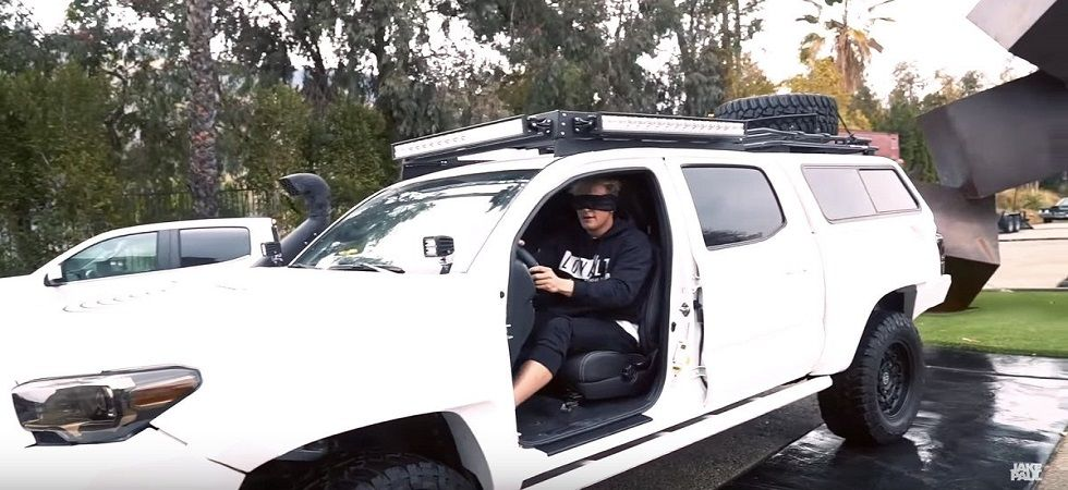 Jake Paul takes #birdboxchallenge blindfolded-in traffic ! (Photo: Twitter)