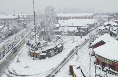 Snowfall in Kashmir, flight operations hit at Srinagar airport