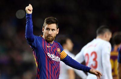 Lionel Messi scores 'monstrous' 400th goal, Barcelona extend advantage in La Liga