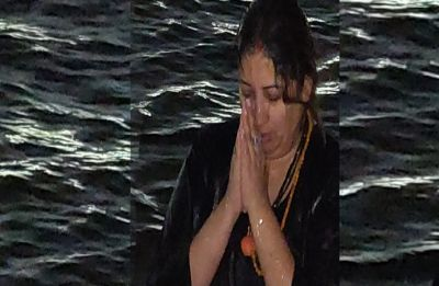 Kumbh Mela 2019: Smriti Irani takes holy dip in Ganga, shares image on Twitter
