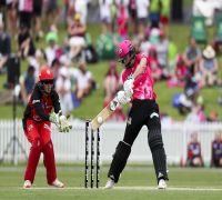 Five runs needed off one ball – See this dramatic finish in Women's Big Bash League