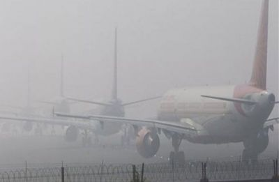 Delhi wakes up yet another foggy morning, AQI shows slight improvement