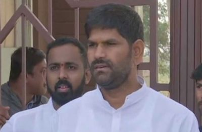 Congress suspends Karnataka MLA JN Ganesh for assaulting another party MLA Anand Singh