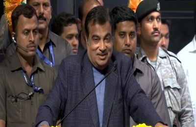 Politicians should not show those dreams which they can't fulfil, says Nitin Gadkari