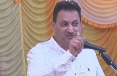 Modi's minister Anantkumar Hegde kicks up new row with 'Hindu girl' remark
