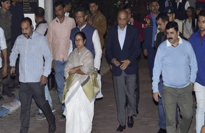 Opposition backs Mamata as she takes on Modi government over CBI-Kolkata Police face-off