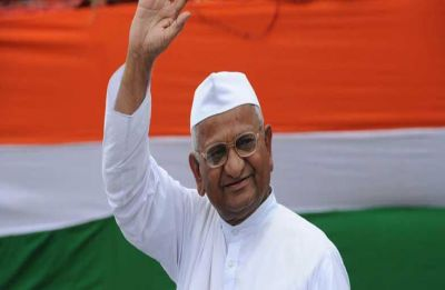 MNS chief Raj Thackeray meets Anna Hazare, tells him not to sacrifice his life for 'useless' government